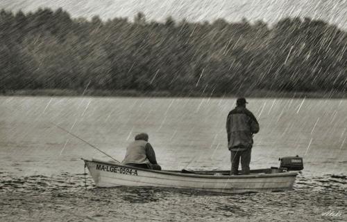 a może połowimy rybki ;) #ludzie #woda