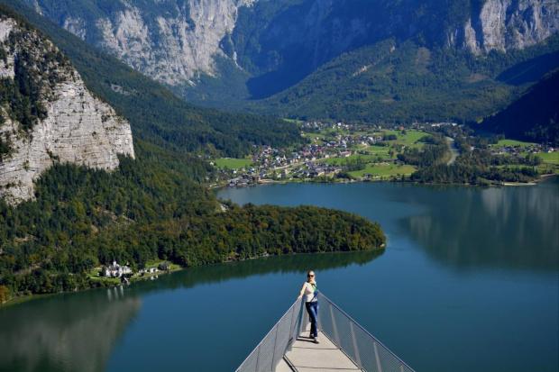 Austria .... Hallstatt ... #Austria #Hallstatt #jezioro #panorama #góry #Obertraun #Alpy #woda #zwiedzanie #podróże #CZARNYRYCERZ