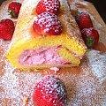 http://potravel.pl/2013/06/23/rolada-truskawkowa/ #hobby #jedzenie #ciasta #wakacje #truskawki #wszystko #zdjęcia #deser