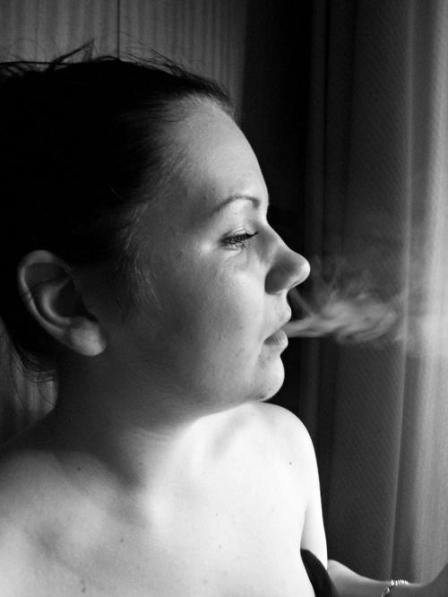 #CzarnoBiałe #kobieta #modeling #myśli #papieros #SesjaZdjęciowa