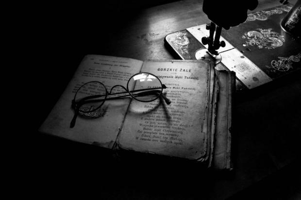 #okulary #książka #MaszynaDoSzycia #kultura #tradycja